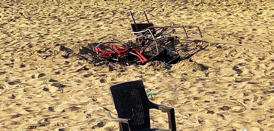 Minturno / Spiaggia di Scauri deturpata dai festeggiamenti di Ferragosto