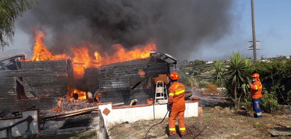 Gaeta / Distrutto un villino dalle fiamme