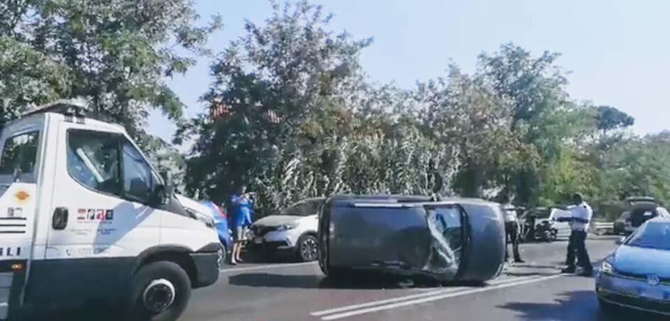 Formia / Incidente sulla Flacca, si ribalta una Fiat Panda