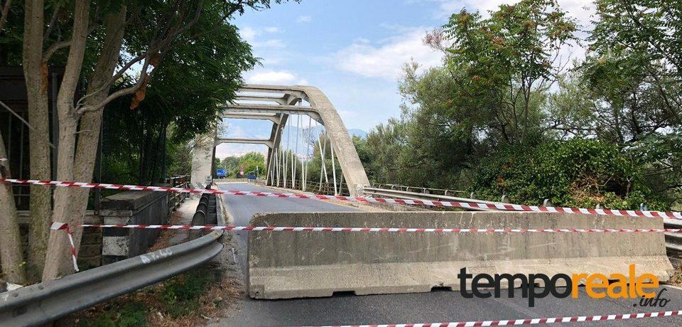 Minturno / Auto abbatte un tirante del Ponte del Garigliano, chiusa la Via Appia