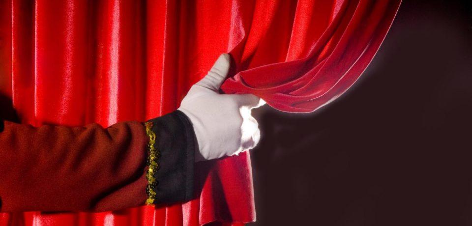 """Scauri / Amministratori in scena con la commedia farsesca """"Quatto de nui"""""""