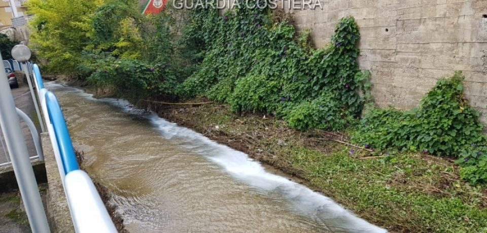 Formia / Operai sorpresi a scaricare materiale di scarto nel canale Rio Fresco: 3 denunciati