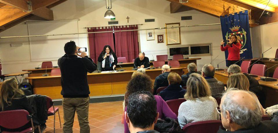 Formia / Assemblea pubblica sulla torbidità dell'acqua, Paola Villa chiede rimborso delle bollette [VIDEO]