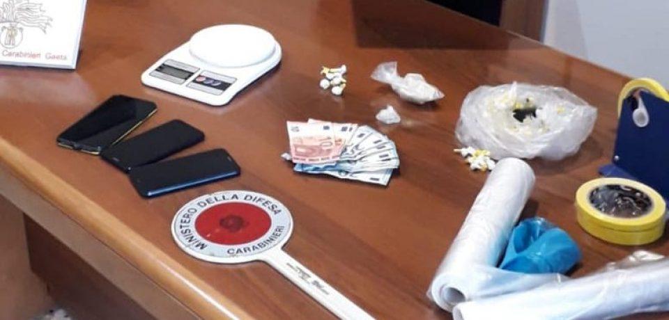 Gaeta / Tenta di investire i carabinieri: in casa aveva cocaina e crack, arrestato