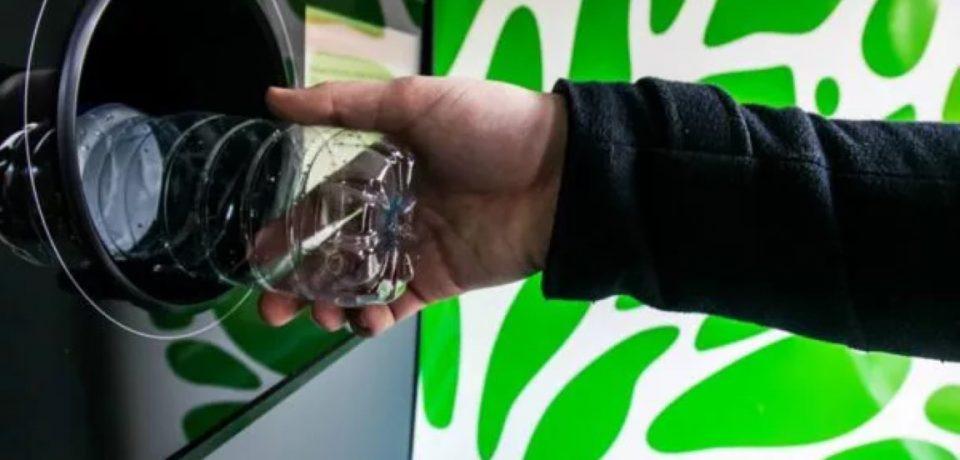 Macchinette mangiaplastica per rimborsare i cittadini: la proposta di Minturno Libera