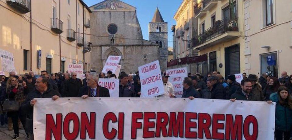 """Sanità, maxi corteo per difendere l'Ospedale """"San Giovanni Di Dio"""" di Fondi"""