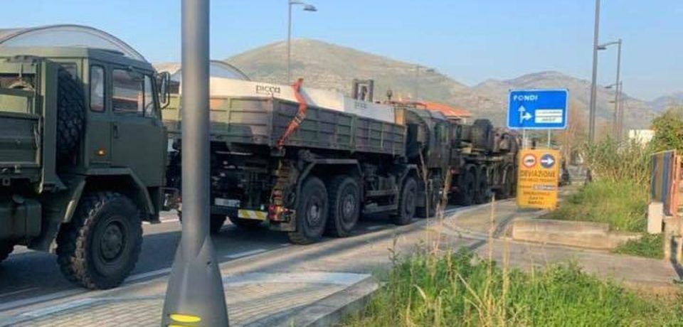 Coronavirus, Fondi blindata: arriva l'Esercito per posizionare i blocchi di cemento