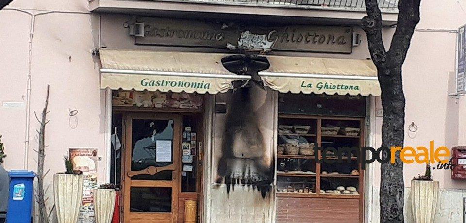 """Formia / Incendiato l'ingresso della Drogheria """"La Ghiottona"""""""